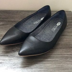 Dr. Scholls be free pointed toe flats.